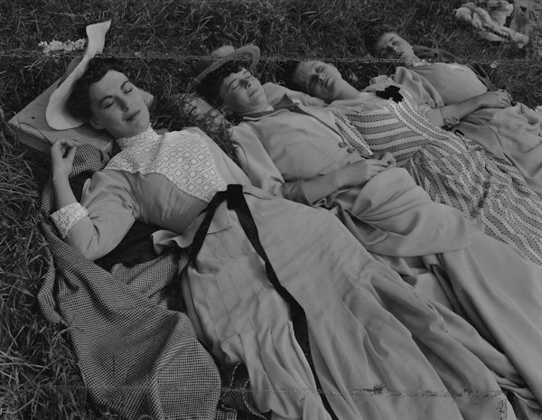 'The Story of Gilbert and Sullivan' (1953), on location by the river: Maeve Leslie, Maureen Melvin, Ann Dowdell, Roma Dumville