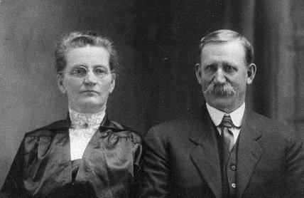 photograph: Catharine (Cassie) Dumville (née Brown) (1860-1916) and